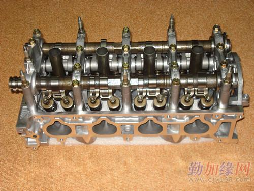 本田crv 2.4 发动机缸盖总成图片图片