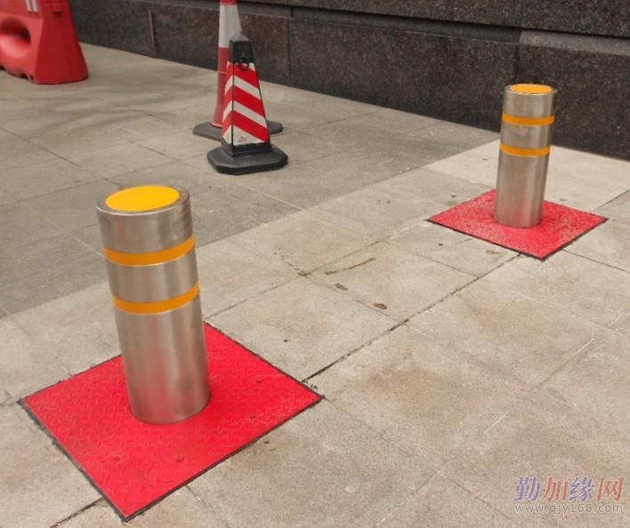 液压升降柱属于控制道路车辆通行的设备,可以与道闸控制系统等配套
