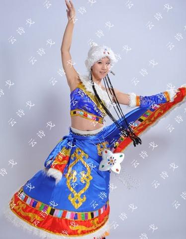 燕尾服,西欧宫廷服,西班牙裙,西欧海盗服,韩服,和服等各国服饰 舞台图片