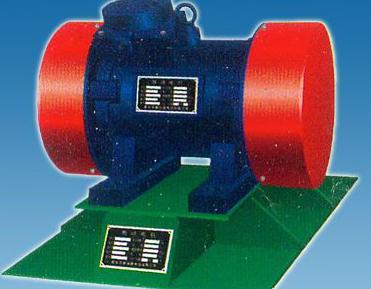 仓壁振动器中振动电机安装轴承步骤