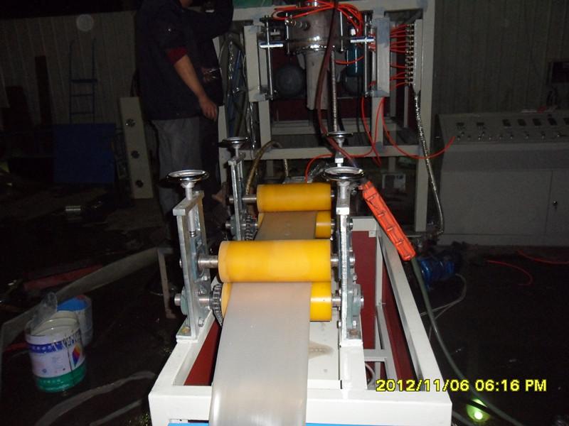 7, 硬度hv>740,螺筒带强制加料段 温度控制:采用双数显温控表自动控温
