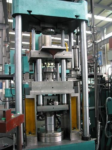630吨液压机630吨挤压成型液压机图片