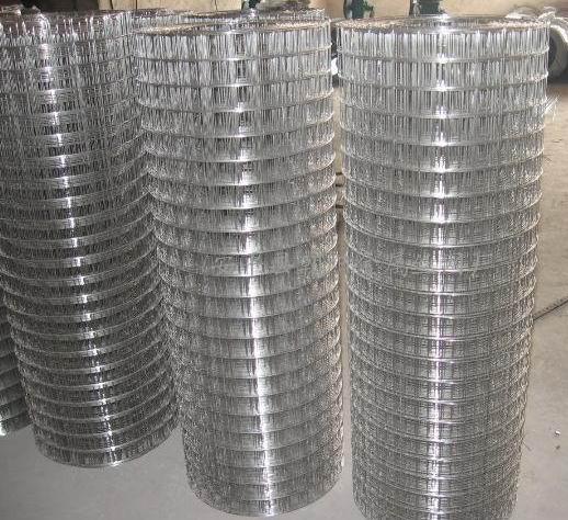 圈玉米电焊网多围成圈笼状,用于暂储存晾晒玉米等农作物.