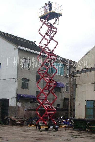 它的剪叉式机械结构,使升降台起升后有较高的稳定性,宽大的作业平台和
