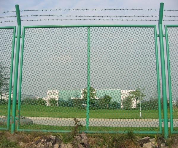 唐山钢板网护栏网 浸塑围栏网 防眩网