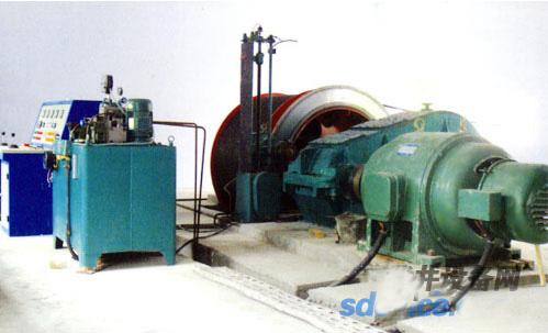 绞车的制动系统由盘形制动器和液压图片