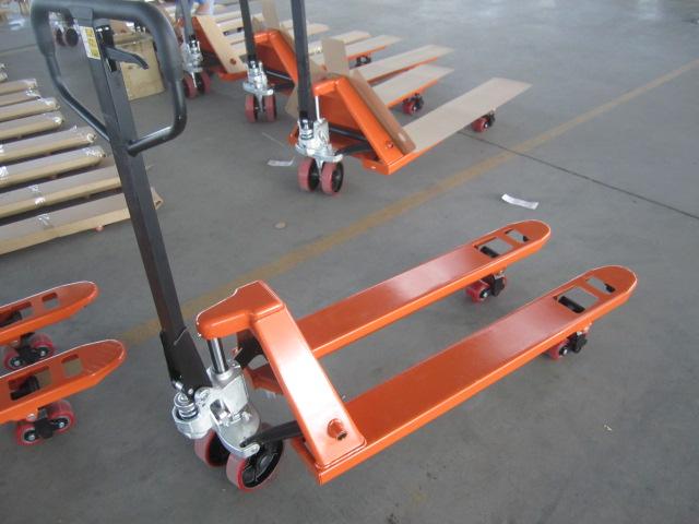 各规格型号液压升降机械和高空作业升降平台,小型电动液压平台搬运车图片