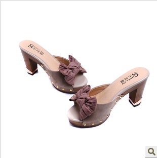 凉鞋真皮金属装饰