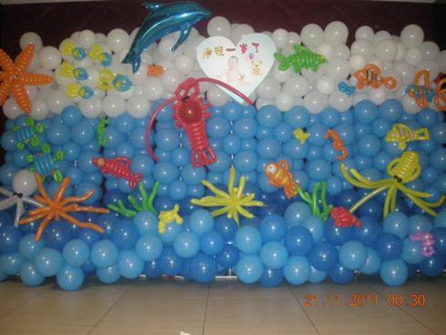 比如气球动物类造型有爱情鸟,小狗,刀箭,花朵,飞机,猴子爬树,花朵类