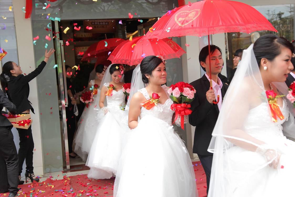 米兰新娘所倡导的集体婚礼是对中国式婚礼仪式进行完善图片