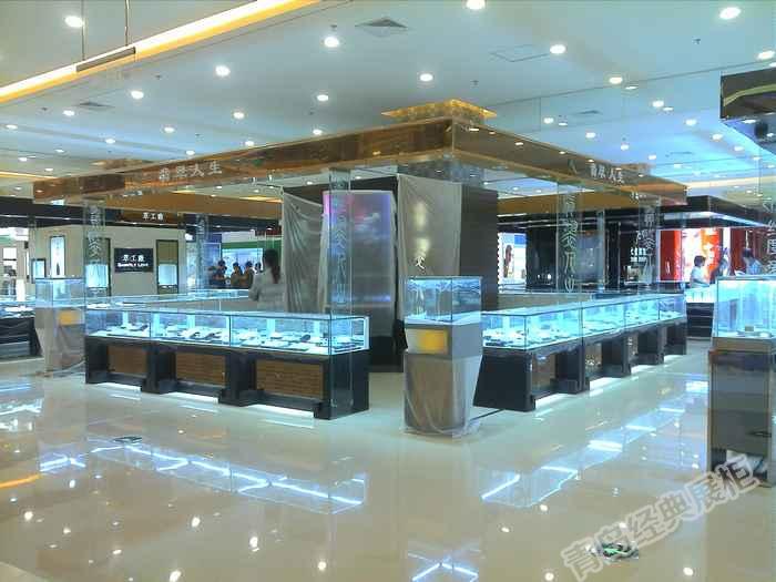 设计制作各种化妆品展柜,珠宝展柜,眼镜展柜,钟表展柜,服装展柜,鞋类
