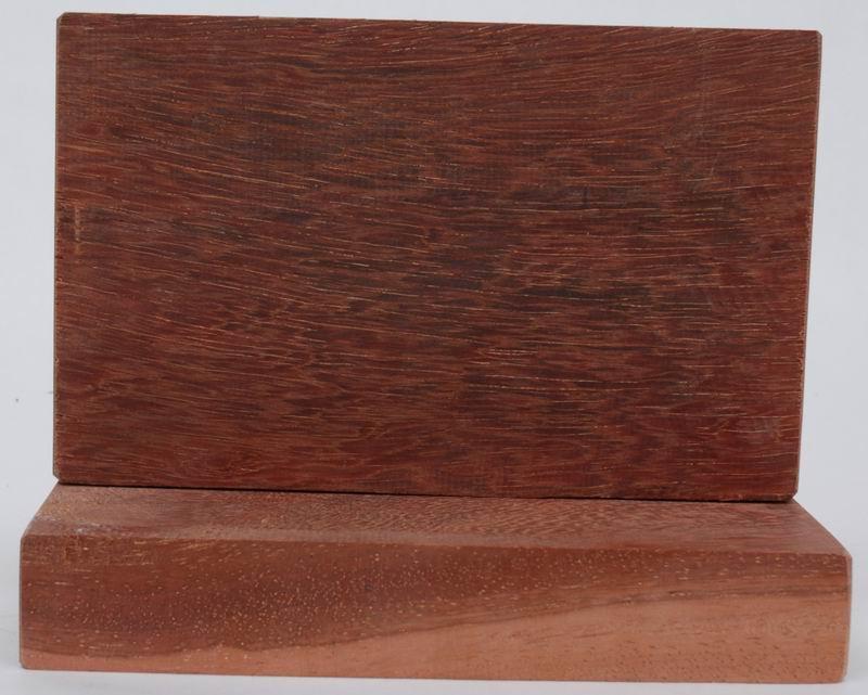 木材材性:材质甚重,强度高,干燥很困难,握钉力差,木材耐久性好,具