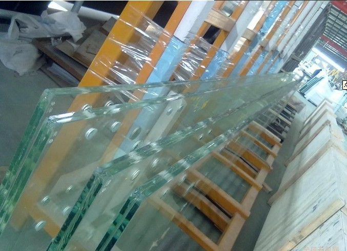 宝马汽车展厅15mm吊挂玻璃价格