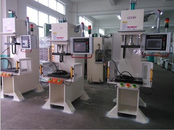 上海数控压装机/小型液压机/四柱液压机图片