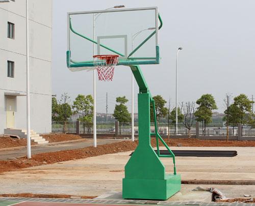 (5) 室内篮球架又有可升降之分,可升降篮球架有液压篮球架和机械图片