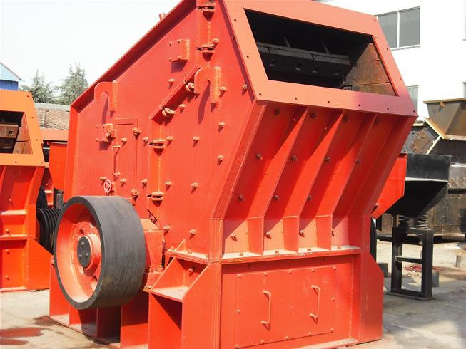 其中冲击式制砂机的选择尤为重要,其结构简单,高效节能,细碎成品粒度