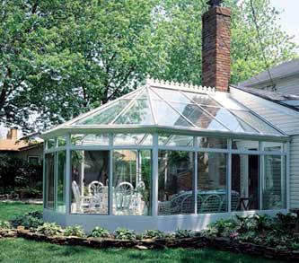 阳光房为钢构加玻璃结构,玻璃为双层浮法,主要部分使用钢化玻璃,上覆图片