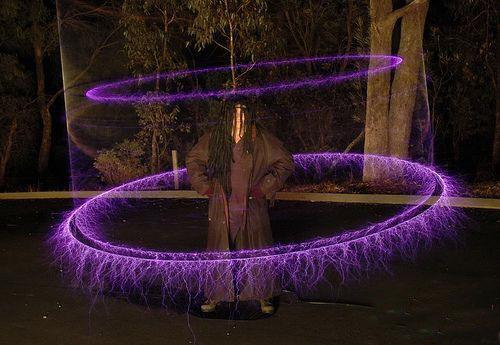 霹雳闪电秀表演的秘密:特斯拉线圈原理图片