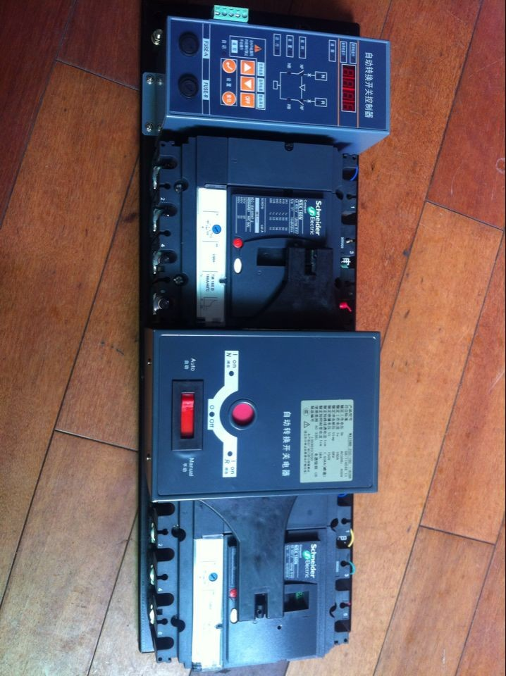 1 将常用电源(Ⅰ)备用电源(Ⅱ)分别接至相应接线板铜排上;全自动调试