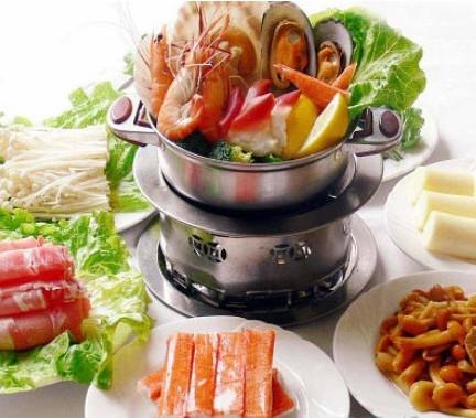 小火锅现在已经风靡整个河南,到时候都可以看到十元火锅店,火锅自助