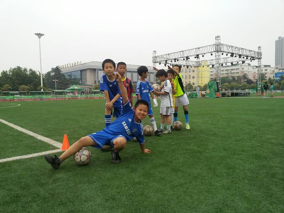 郑州少年儿童足球培训班