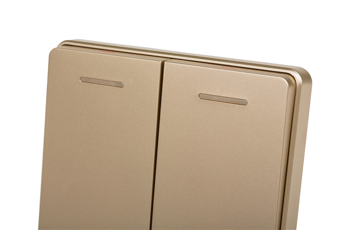 2mm钢架结构 插座具有先进的铜锁功能保护门 3.