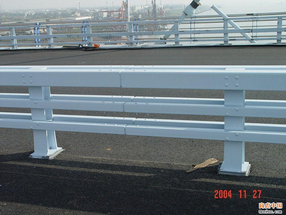 供应高速桥梁防撞护栏 品牌产品 值得信赖图片