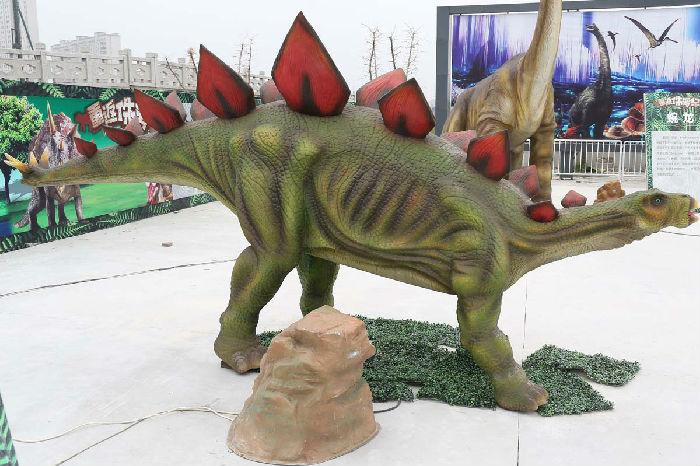 各种尺寸材质的恐龙道具出租出售