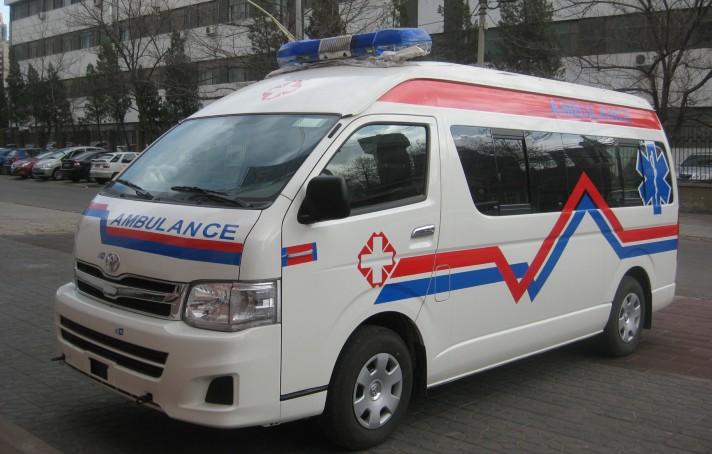 原装进口丰田海狮监护型救护车
