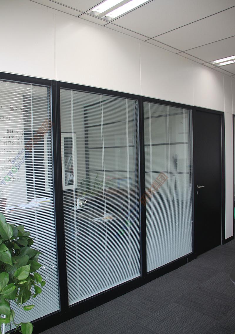 烤漆办公高隔断-双层玻璃百叶隔断-烤漆钢板隔断图片