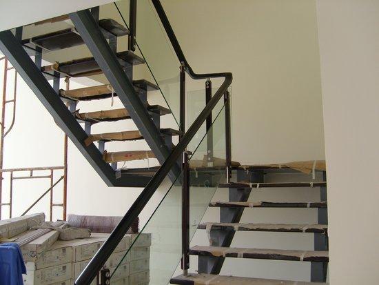 北京亿豪楼梯厂家直销实木楼梯 实木楼梯护栏(别墅楼梯 、复式楼梯、越层楼梯、loft楼梯)。nbsp;联系人:姚经理 厂区内有样梯展览欢迎大家来厂区参观,考察,恰谈业务。 【产品名称】:原木楼梯私人定制 --------------------------------------------- 【颜色尺寸】:多种颜色可选,不同颜色/价格有区别,详询客服 ------------------------------------------------------------------ 【产品价格】:550