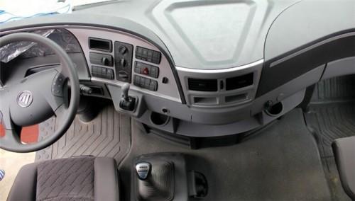 车型名称 福田欧曼gtl超能版6系重卡460马力 6*4牵引车 驾驶室配置