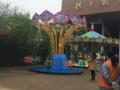 北京摇头飞椅中启源游乐设备摇头飞椅租赁镶彩钻文胸图片