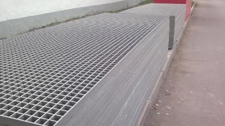 热镀锌钢格板水电厂踏步板排水沟盖板平台踏步板定制安装夹