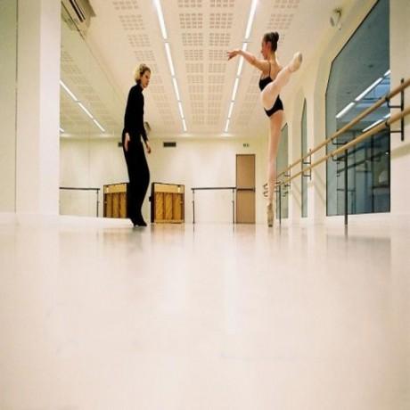 舞蹈地胶价格 舞蹈房卷材地板铺装方便