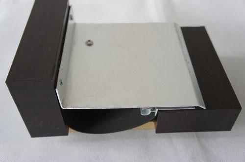 金属盖板型外墙转角变形缝装置
