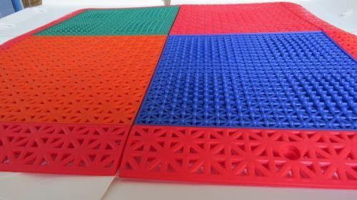 求购拼装塑胶地板拼装塑胶地板河南竞速体育(图)