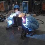 劳保眼镜生产厂家只为保护电焊工人的眼睛