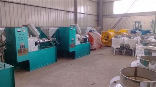 新型榨油机哪家好内蒙古新型榨油机宏伟机械
