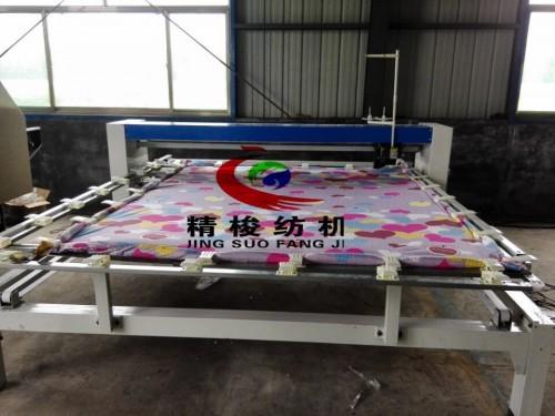 全新款的花型绗缝机哪里买   单针棉被绗缝机工作视频