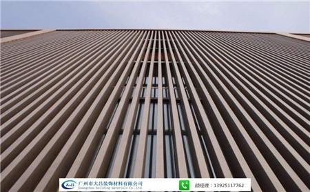 大吕装饰吊顶厂家直销 管通式铝合金吊顶材料 木纹U型铝方通天