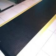 全黑抗疲劳垫+地垫批发+耐磨防滑减震脚垫工厂