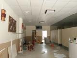 东莞大岭山餐厅装修 卫生间装修 钢化玻璃隔断工程