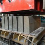 乌兰浩特建丰路缘石砖机 马路牙子砖机